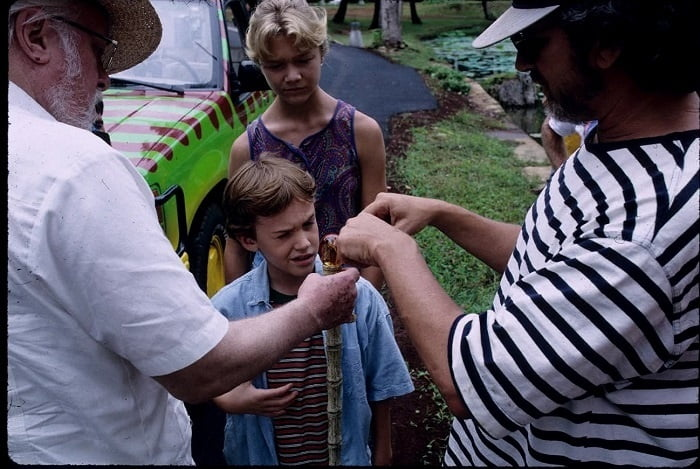 This image has an empty alt attribute; its file name is jurassic-park-bts-12.jpg