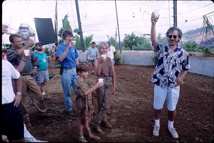 This image has an empty alt attribute; its file name is jurassic-park-bts-13.jpg