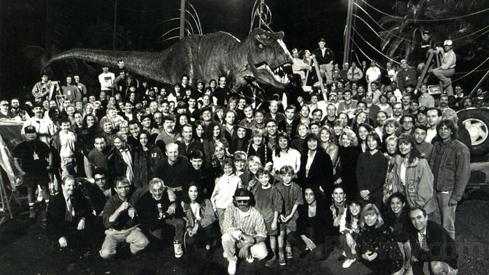 This image has an empty alt attribute; its file name is jurassic-park-bts-15.jpg
