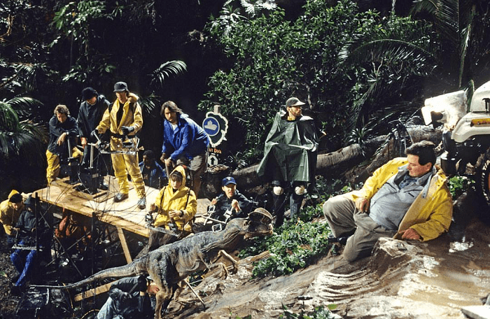 This image has an empty alt attribute; its file name is jurassic-park-bts-16.png