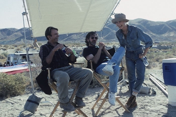 This image has an empty alt attribute; its file name is jurassic-park-bts-2.jpg