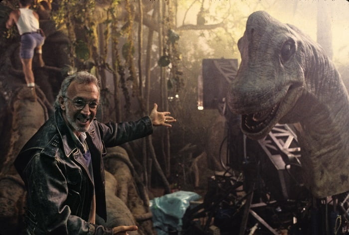 This image has an empty alt attribute; its file name is jurassic-park-bts-43.jpg